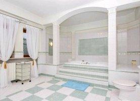 Снять - фото. Снять дом посуточно недорого, Краснодар, Старокубанская улица - фото.